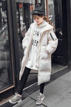 真的很厚实,很保暖的一款外套。 喜欢宽松感觉BF风的女生必备! 搭配的大卫衣,拥有小个子男票的妹子也可以当作情侣装哦~
