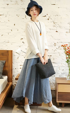 i白色套头棉麻衬衫,简洁是设计,面料舒适亲肤,搭配不规则下摆半身裙,更显文艺淑女气质!