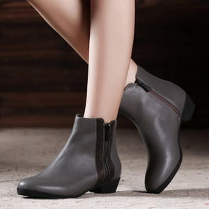 欧邦驰清仓断码粗跟牛皮大气切尔西短靴中跟<span class=H>真皮</span><span class=H>圆头</span>短筒<span class=H>女靴</span>