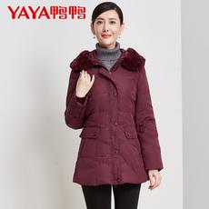 鸭鸭2017冬装新款修身大毛领连帽中老年羽绒服女中长款妈妈装保暖