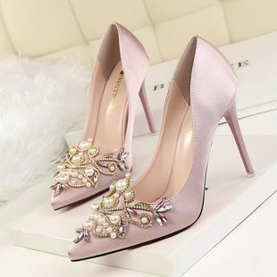 High heel shallow mouth pointed pearl rhinestone