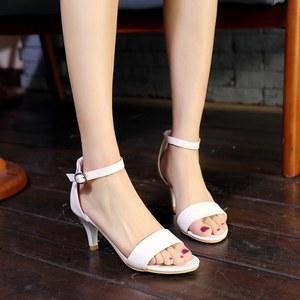 女兆<span class=H>女鞋</span>月牙儿新款刺玫瑰<span class=H>戈美琪</span>2018新款洞洞鞋凉鞋 鞋子 夏季