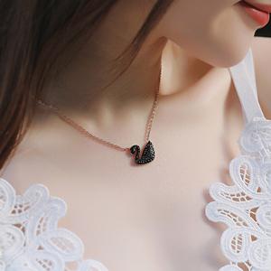 ins网红同款18K玫瑰金黑天鹅项链女 时尚短款吊坠钛钢装饰锁骨链