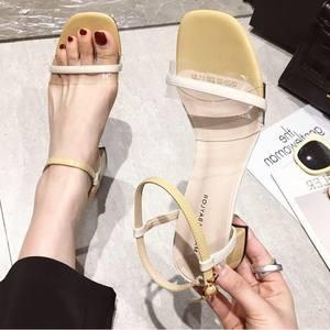 2019新款韩国范时尚拼色一字扣带透明露趾中跟粗跟凉鞋<span class=H>女鞋</span>子夏季
