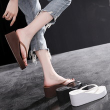 Sandals for women in summer wear fashionable simple beach shoes in all colors, seaside resort slopes and flip-flops in white
