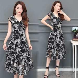 碎花连衣裙女中长款洋气2019夏季新款短袖有女人味的过膝气质裙子