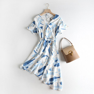 国内Li家 时尚减龄气质双V领系带收腰显瘦不规则中长款雪纺<span class=H>连衣裙</span>