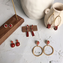 South Korea's simple Retro Red French ear nails, high-grade sensory earrings, exquisite small crowd temperament, reticulated red design sensory Earrings