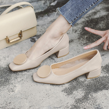 Xiao Xiangfeng Grandma's Shoes Woman's Rough heel Spring 2019 New Korean Version of Baita Button Square Head Shallow Single Shoe Woman's Middle heel