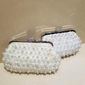 水钻花朵手拿包链条手提斜跨包2018新款珍珠女包名媛包精致宴会包