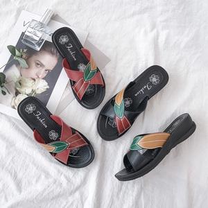 妈妈<span class=H>拖鞋</span>女夏外穿韩版软底坡跟中年妇女中老年防滑奶奶老人凉<span class=H>拖鞋</span>