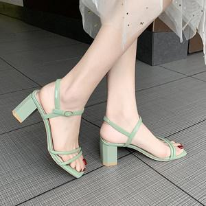 小清新浅绿色细带粗跟<span class=H>凉鞋</span>女舒适一字带搭扣高跟<span class=H>凉鞋</span>女鞋夏季百搭