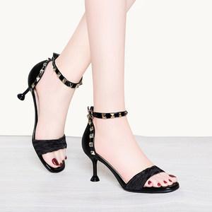 蘑菇街2019新款京东购物商城女装露趾细跟包跟高跟<span class=H>凉鞋</span>一字扣女鞋