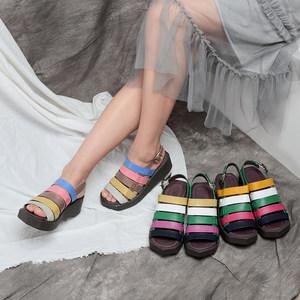 一席之地<span class=H>女鞋</span>厚底休闲拼色细带组合撞色真皮一字带百搭软底女凉鞋