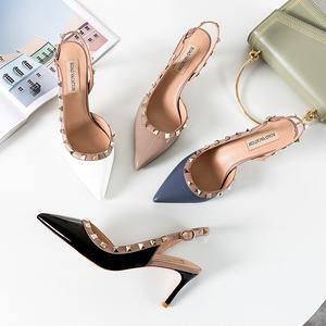 欧美风小ck鞋2019新款铆钉凉鞋女高跟细跟漆皮尖头包头女士凉<span class=H>鞋子</span>