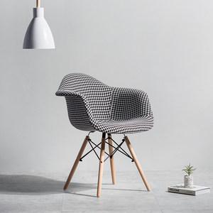 北欧伊姆斯百家布艺椅<span class=H>软包</span>布塑料餐椅靠背椅简约现代休闲咖啡<span class=H>椅子</span>