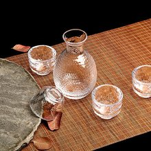 Creative personality, Japanese and wind hammer, glass, sake, wine set, red wine, wine, wine, wine and wine glass.
