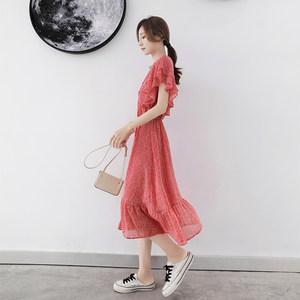波点红色雪纺<span class=H>连衣裙</span>2019新款夏季中长款v领小清新显瘦流行裙子女