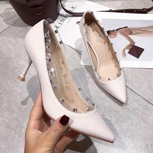 韩国单色时尚铆钉浅口<span class=H>女鞋</span>19春新款个性透明pvc女单鞋尖头高跟鞋