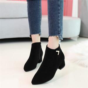 2018新款春秋女矮靴加绒<span class=H>马丁靴</span>大码绒面粗跟小短靴女平底尖头裸靴