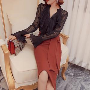 韩衣女王 黑色气质v领衬衫性感喇叭袖上衣女装新款2018长袖雪纺衫