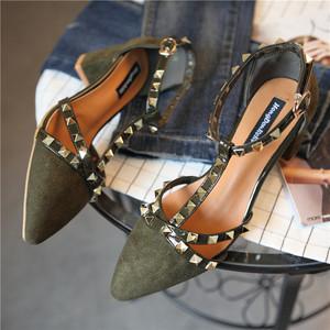 <span class=H>大牌</span>绒面尖头浅口铆钉T字式扣带方跟高跟鞋中跟<span class=H>休闲</span>女鞋侧空<span class=H>凉鞋</span>