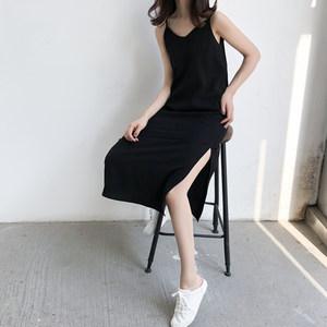 黑色冷淡直筒连衣裙中长款显瘦V领<span class=H>开衩</span>吊带裙打底内搭小黑裙女夏