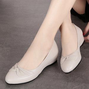 春秋季妈妈鞋真皮软底中年女鞋舒适女士皮鞋坡跟防滑圆头浅口单鞋