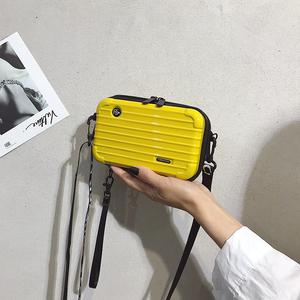 包包女包新款2019宽带百搭韩版个性创意宽肩带字母时尚潮流小方包