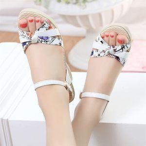 坡跟<span class=H>凉鞋</span>女夏2017新款甜美花朵防水台鱼嘴鞋大码厚底高跟休闲鞋子