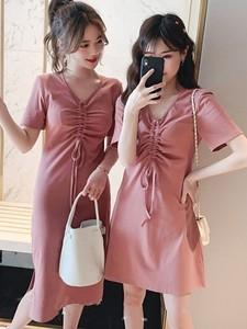 2019夏季新款韩版中长款V领抽褶短袖连衣裙女chic修身闺蜜装T恤裙