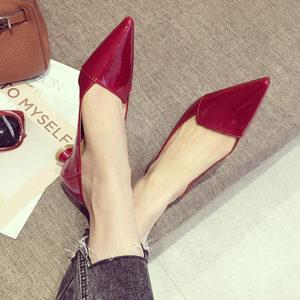 2018秋款韩版漆皮面浅口尖头低跟单鞋女酒红舒适粗跟工作鞋中跟鞋