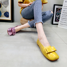 Korean version of summer lacquer leather square head metal bow hollow bean shoe, low upper shoe, boat shoe, flat sole shoe, single shoe, women's shoe