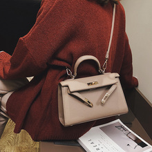 High-class ladies'bag with foreign style The new Korean version of the handheld Kelly bag in 2019 is a casual one-shoulder sloping bag with all kinds of handbags.