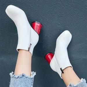 半靴女秋<span class=H>冬季</span>新款2018欧美百搭马丁靴<span class=H>白色</span>粗跟网红真皮<span class=H>靴子</span>女短靴