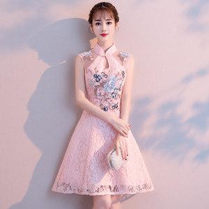年轻<span class=H>旗袍</span>冬季2018新款女短款中国风少女改良版粉色伴娘礼服连衣裙