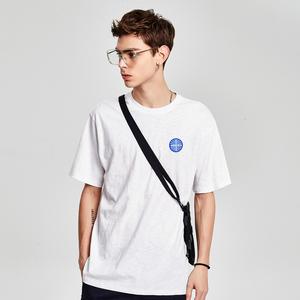 马克华菲<span class=H>男装</span>2018夏季新款短袖T恤男字母印花简约时尚圆领上衣