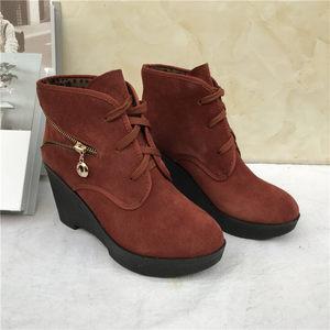 冬季新款时尚真皮<span class=H>女鞋</span>防滑坡跟系带磨砂皮休闲加绒保暖百搭短靴子