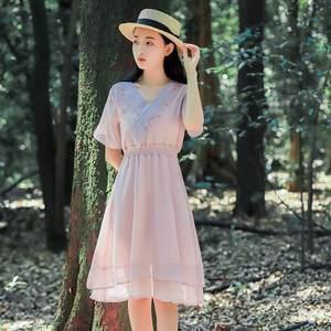 2019新款短袖连衣<span class=H>裙子</span>夏款甜美文艺小清新刺绣小个子收腰雪纺裙