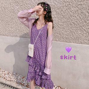 2019夏季显白紫色碎花<span class=H>吊带裙</span>宽松显瘦不规则拼接雪纺裙中长款潮