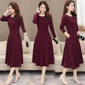 韩版中长款大码显瘦妈妈<span class=H>连衣裙</span>女纯色过膝长袖秋装气质中年大摆裙