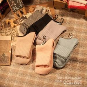 满38元包邮 日系无印风素色女羊毛袜 加厚保暖袜纯色女中筒长<span class=H>袜子</span>