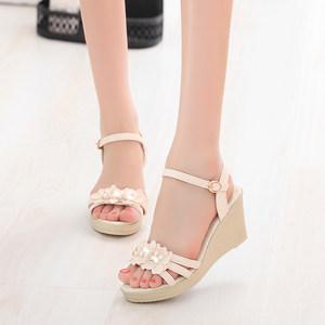 2017夏季新款韩版坡跟<span class=H>凉鞋</span>女扣高跟鞋露趾花朵平底鞋厚底女鞋